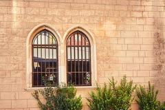 Windows en una casa vieja en la ciudad de CHANIA Imagen de archivo libre de regalías