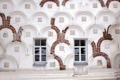 Windows en una pared vieja Fotografía de archivo libre de regalías