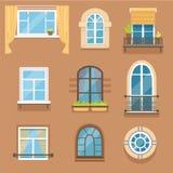 Windows fijó en diversos estilos y formas Opinión exterior de los marcos de ventana Imagen de archivo libre de regalías