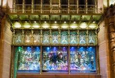 Windows fora do teatro da comédia de St Petersburg na noite, Ru imagem de stock royalty free