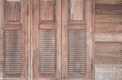 Windows ha fatto di vecchio legno Immagini Stock