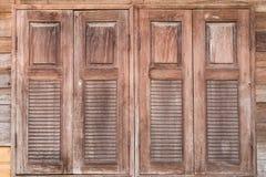 Windows ha fatto di vecchio legno Fotografia Stock Libera da Diritti
