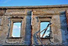 Windows, i att smula väggen arkivfoton