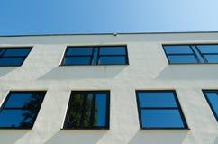 Windows i en byggnad royaltyfria foton