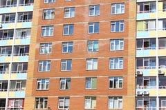 Windows i lägenhethuset Royaltyfria Foton