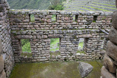 Windows i Machu Picchu royaltyfria bilder