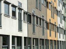 Windows a lo largo de la cara del edificio Fotografía de archivo libre de regalías