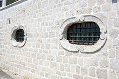 Windows mit Grill Stockbild