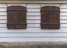 Windows mit Vorhängen Stockbild