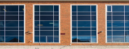 Windows na budynku biurowym Zdjęcie Royalty Free