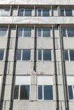 Windows na fachada da construção velha Imagem de Stock