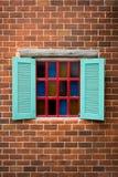 Windows na parede de tijolos Fotografia de Stock Royalty Free