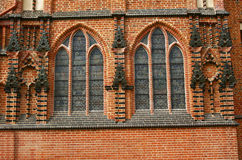 Windows nella chiesa gotica della cattedrale Immagine Stock