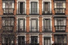 Windows nella facciata del mattone Fotografia Stock