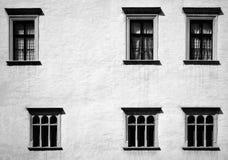 Windows nelle file irregolari Fotografia Stock