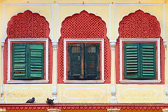 Windows no palácio da cidade de Jaipur Fotos de Stock Royalty Free