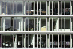 Windows nowożytny budynek biurowy zdjęcie royalty free
