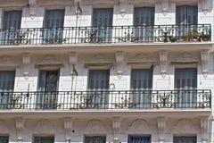Windows och balkong Fotografering för Bildbyråer