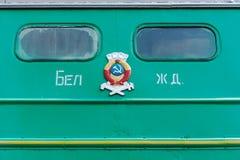 Windows och fasad av en gammal passagerarebil royaltyfri foto