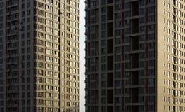 Windows och högväxta byggnader Royaltyfri Foto