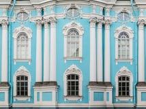 Windows och kolonner på fasad av St Nicholas Naval Cathedral royaltyfri fotografi