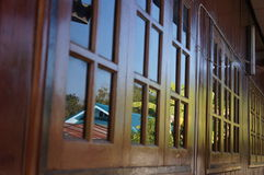 Windows och reflexion i Chiangmai Arkivbild