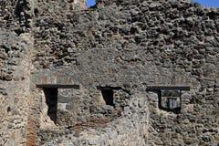 Windows och väggar, Pompeii arkeologisk plats, nr Mount Vesuvius, Italien Royaltyfria Bilder