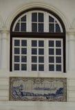 Windows och vitro i dekorativa tegelplattor royaltyfri foto