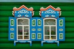 Windows ou uma casa de campo do russo Fotos de Stock Royalty Free