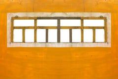 Windows på den orange väggen Fotografering för Bildbyråer