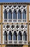 Windows Palazzo Cavalli Franchetti в Венеции Стоковые Изображения