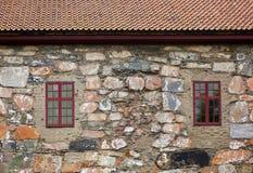 Windows in parete di pietra fotografie stock libere da diritti