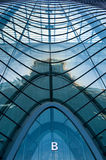 Windows pelo edifício moderno Fotografia de Stock