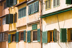 Windows Ponte Vecchio, Florenz Stockfoto