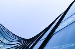 Windows por el edificio moderno Imágenes de archivo libres de regalías