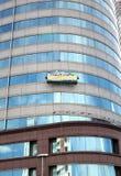 Windows que se lava de un edificio de oficinas Foto de archivo