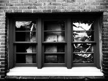 Windows quebrado en la oscuridad foto de archivo libre de regalías