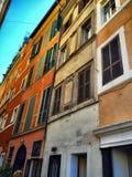 Windows Roma Gå över Italien royaltyfri bild
