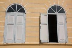 Windows Scoppio-PA-nella costruzione del palazzo Fotografia Stock Libera da Diritti