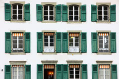 Windows su costruzione a Berna Immagini Stock Libere da Diritti
