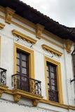 Windows su un appartamento in Città Vecchia, Quito, Ecuador Fotografia Stock