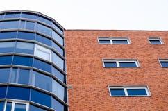 Windows su un grande edificio per uffici Fotografia Stock Libera da Diritti