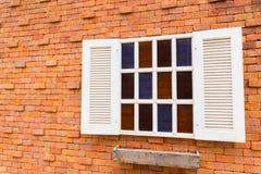 Windows sul muro di mattoni Immagine Stock Libera da Diritti