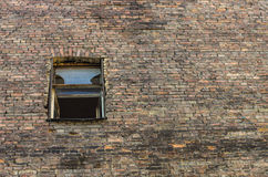 Windows sulla costruzione di mattone Fotografie Stock Libere da Diritti