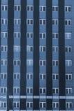 Windows sulla facciata di una costruzione multipiana Fotografia Stock Libera da Diritti