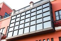 Windows sulla parete Fotografie Stock Libere da Diritti