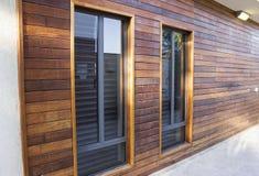 Windows sulla parete di legno Fotografia Stock
