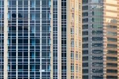Windows sur le bâtiment Photographie stock libre de droits