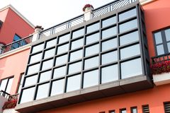 Windows sur le mur Photos libres de droits