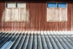 Windows sur le mur Photographie stock libre de droits